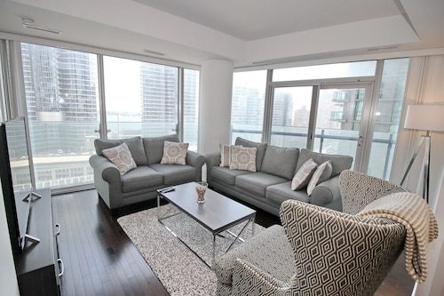 Presidential 3Br Condo - Core Downtown (CAN 25137536 5.0) photo