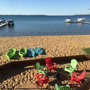Traverse City Beach House! Kayaks / Paddle Boards / Grill Included