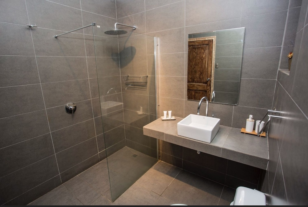 Bathroom, Comalle Party Hotel