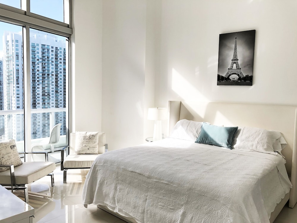 Icon Brickell W Miami by Velvet Luxury - Reviews, Photos & Rates