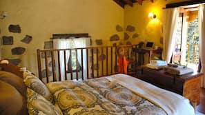 1 sovrum, sängtillbehör av högsta kvalitet och duntäcken