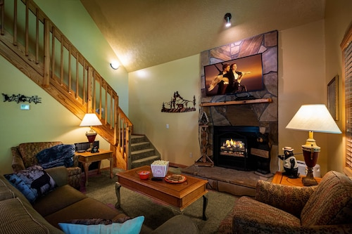 Over $700 in Free Tickets, Private Cabin, Creekside, Screened Porch, Internet, HOT TUB