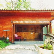 Mae On Hug Night Resort