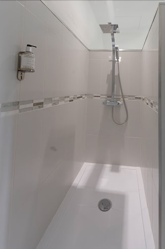 Bathroom Shower, Herbes Folles