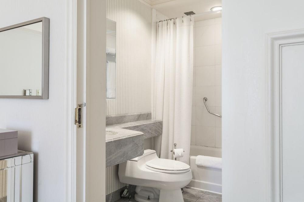 Cute Central Park Bathrooms Decorating Ideas