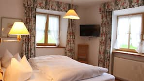 2 Schlafzimmer, Allergikerbettwaren, Zimmersafe, individuell dekoriert