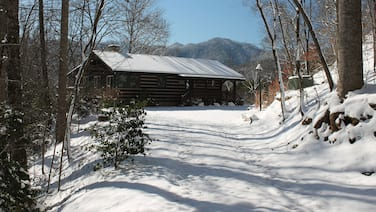 Come enjoy the Great Outdoors at Dogwood Point! Just 15 minutes from GSMNP!