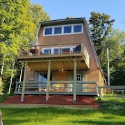 Lakefront Chalet on Hunter Mtn,  Ski, Ride, Swim, A/C, Wi-Fi,  Fire-Pit, Kayaks