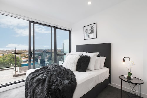 Luxury & City Views - Elsternwick