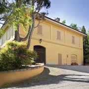 Suite in Historic Villa Immersed in the Park With a Swimming Pool in the Colli Bolognesi
