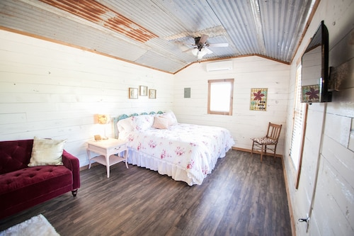One Chic Shack - The Cabins At Onion Creek
