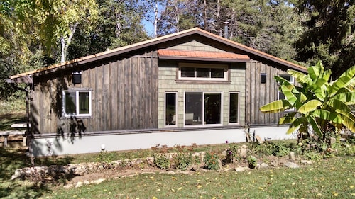Newly Renovated Modern Cottage Close To Asheville And The Blue Ridge Parkway
