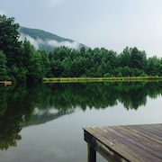Cameron House Retreat: Lake, Wine & Mountain Paradise! 5 Miles to Helen!