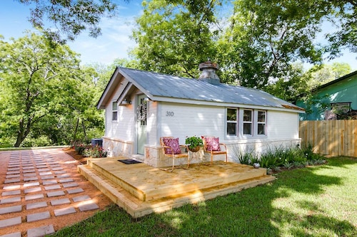 Early 1900's Renovated House Within Walking Distance to Downtown Boerne, Tx