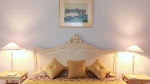 Premium bedding, soundproofing, iron/ironing board, free WiFi