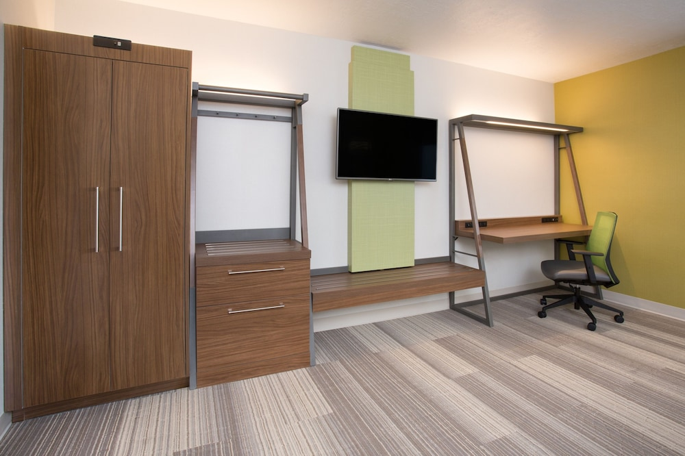 Room Amenity, Holiday Inn Express and Suites West Memphis, an IHG Hotel