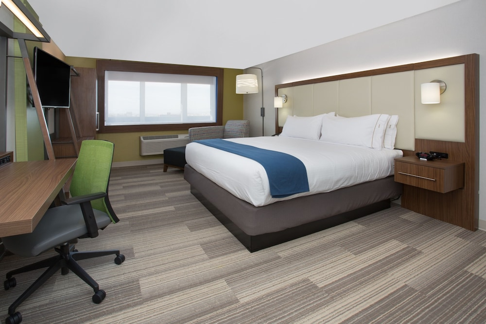 Room, Holiday Inn Express and Suites West Memphis, an IHG Hotel