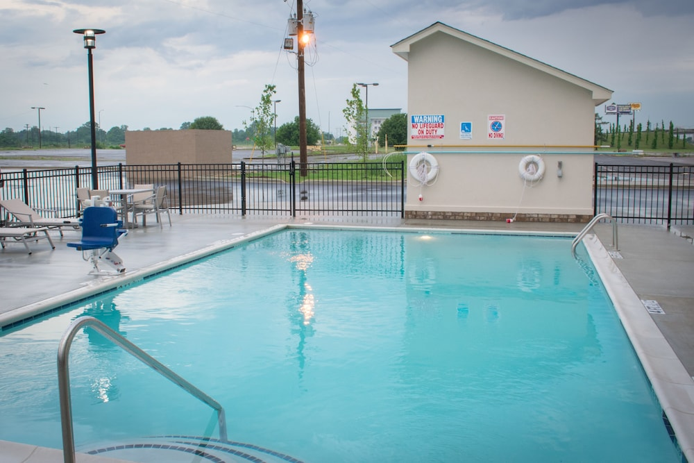 Pool, Holiday Inn Express and Suites West Memphis, an IHG Hotel