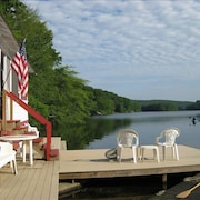 Waterfront Cottage at the Edge of a Lake, With a hot Tub! Near Mystic & Foxwoods