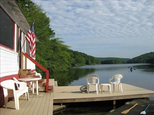Waterfront Cottage at the Very Edge of a Large Lake. Near Mystic and Foxwoods