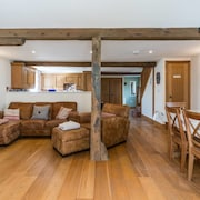 The Coach House - Farmhouse With Private Reservoir & Lake - Sleeps 4