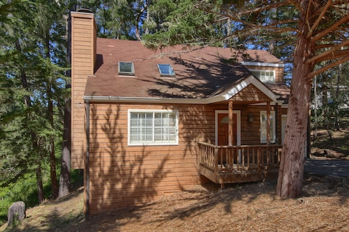 Holly Hill Cottage: 2 BR, 1.5 BA House in Cambria, Sleeps 4