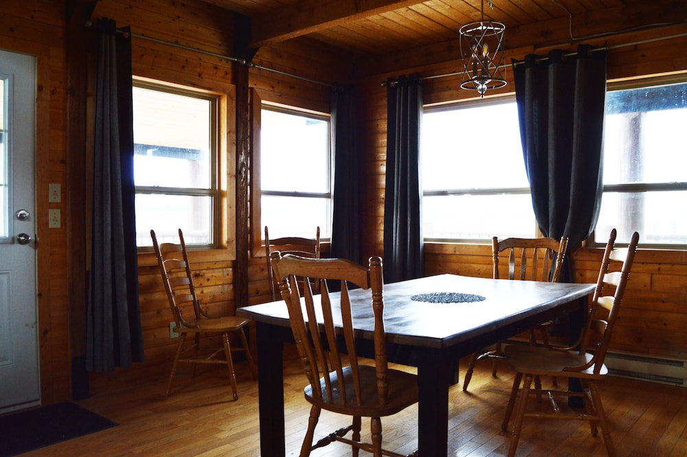 In-Room Dining, Meadow Lake Guest Ranch