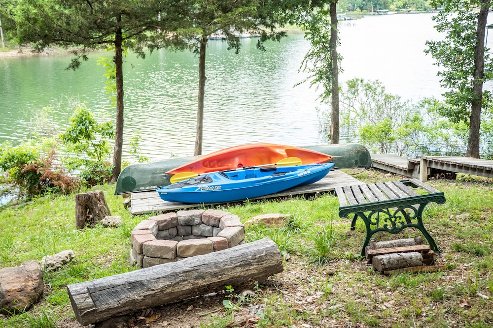 Property Grounds, Lake Front Charming Chalet, Swim, Boat, Relax, Canoe, Kayak, Fire Pit