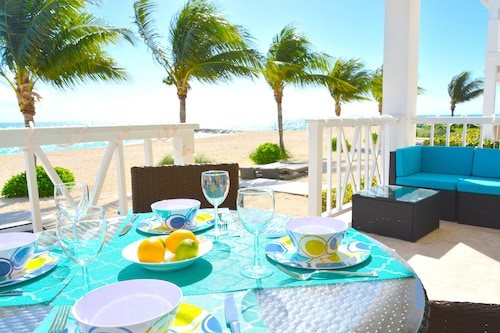 Beachfront // Oceanfront //pure Luxury // Beach Club Access Included