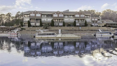 Get to Lake Time in NO Time - Renovated Waterfront Condo With new Furnishings