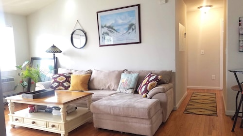 Spacious 2BR Condo 2 Blocks Walking to Beach
