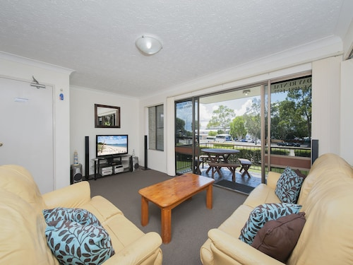 Tradewinds, Unit 1/110 Victoria Parade