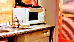 Fridge, coffee/tea maker