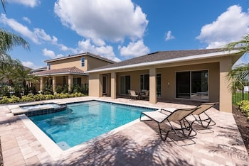 Reunion Escape 4 Bedroom Home with Private Pool