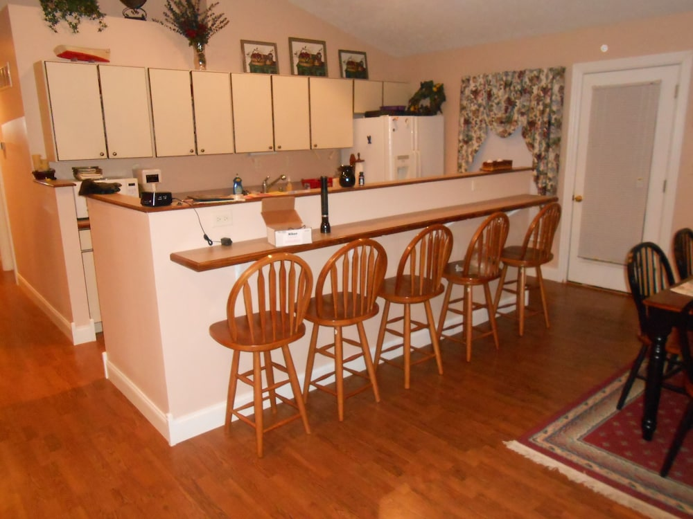 Private Kitchen, 3 Bedrooms/2 Baths Large Private Lake House in Garland Bend With Large hot tub