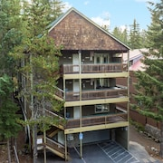 Mt Hood Lodge: Perfect for Large Groups: Sleeps 48 Maximum-two Deluxe Hot Tubs