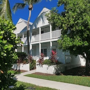 4 Bedroom Cottage Villa IN Duck KEY W/ Dock Behind Villa