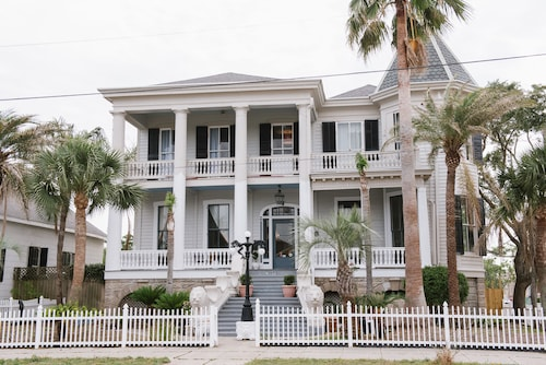 Great Place to stay Carr Mansion near Galveston