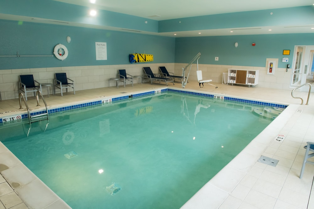 Pool, Holiday Inn Express & Suites Merrillville