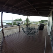 Spacious Home On Lake Mcconaughy - 3 Minute Walk to Beach Front and Boat Ramp