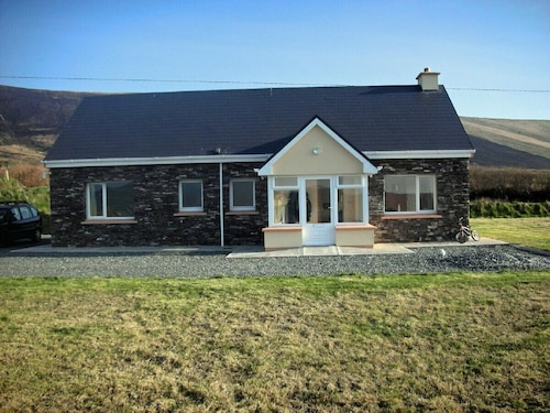 Modern Rural Cottage With Wifi in Picturesque Setting Near Portmagee