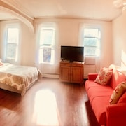 Sunny, Spacious Floor-through Apartment - Downtown Jersey City - Jcretreat
