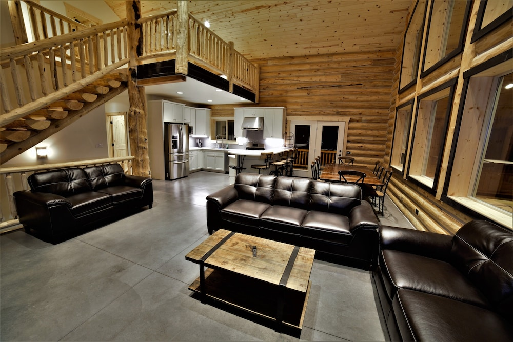 Living Room, Leigh Creek Log Home With Hot Tub, Great Deck, Access to Yellowstone and Teton