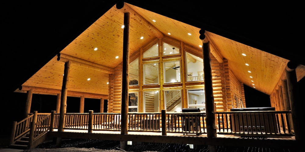 Exterior, Leigh Creek Log Home With Hot Tub, Great Deck, Access to Yellowstone and Teton