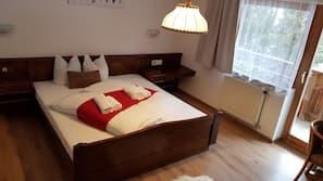 Zimmersafe, Verdunkelungsvorhänge, kostenloses WLAN, Bettwäsche