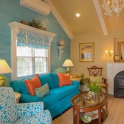 Romantic Waterfront Carriage House in Heart of Edenton's Historic District/video