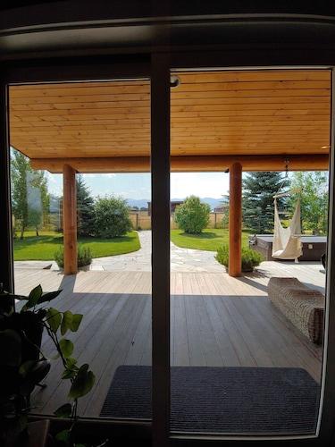 Teton Dreams Cabin Pet Friendly Retreat on 3 Acres - Hot tub