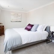 Airy Central Apartment With Designer Touches - Roof Terrace - Super Wifi
