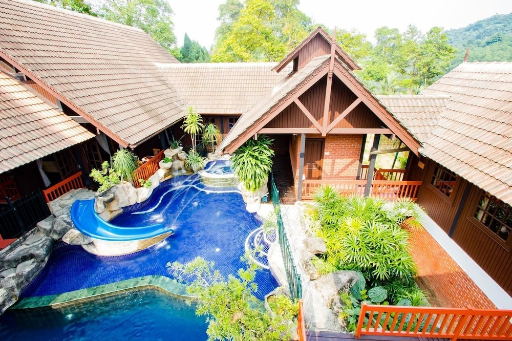 Outdoor Pool, Carpe Diem Orchard Home