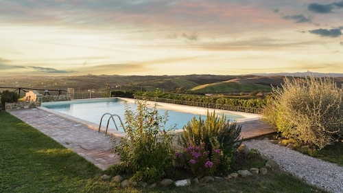 Scenic Villa Apartment in the Heart of Tuscany ~ Amazing Pool!